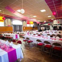Salle avec estrade pour Mariage, Repas de familles, Séminaire, Banquet, Soirée à thème, Salon de danse